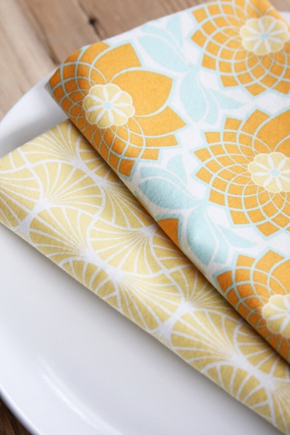 Fabric Napkins - Orange Crysanthymum - Set of 4 Reversible Cloth