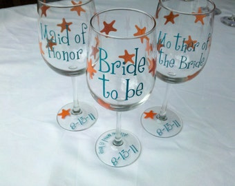 Starfish Bridesmaids wine glasses, beach theme wedding, Personalized wine glasses. Beach wedding, summer wedding idea, Bridesmaid gift idea