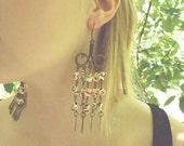see shell - shoulder duster earrings