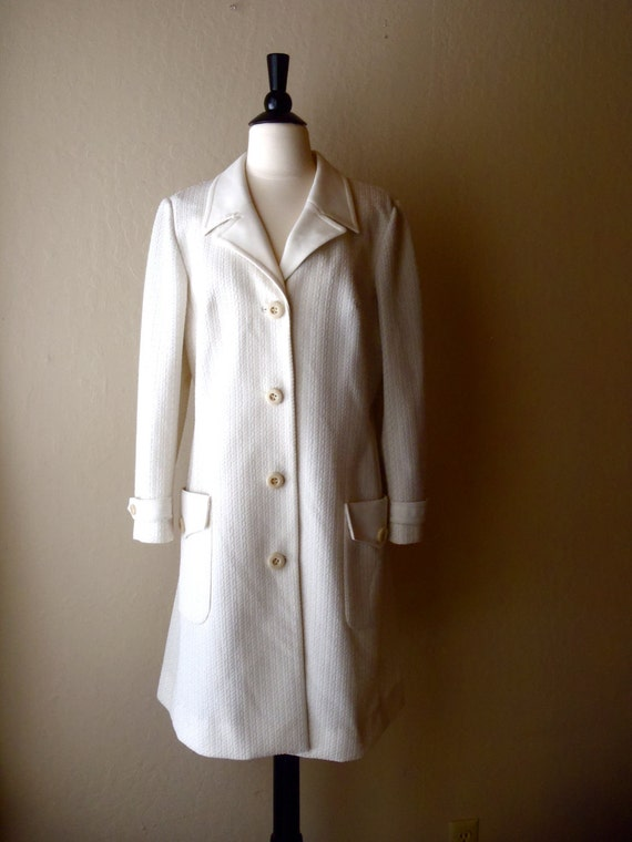 Vintage white long jacket / pea coat / textured trench