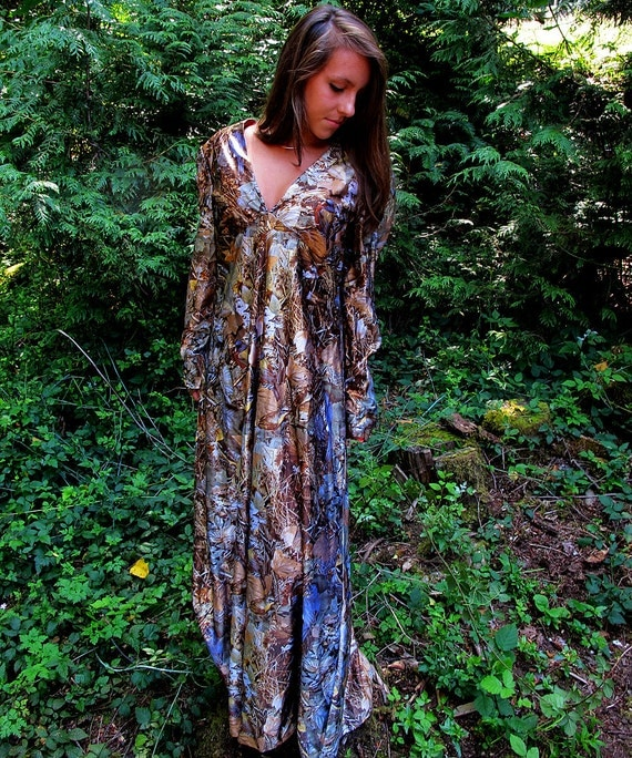 70s long dress / renaissance long dress / woodland print