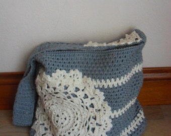 Crochet bag pattern - bag with a doily