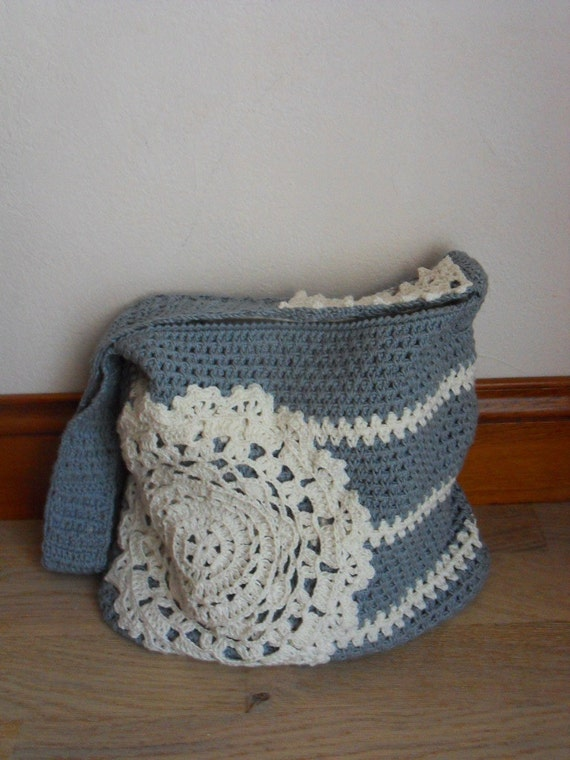 sac en crochet avec un napperon crochet bag with a doily