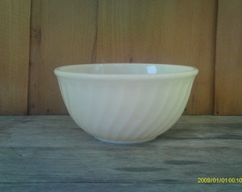 Vintage Fire King Swirl  Mixing Bowl / Ivory / Nesting Bowl
