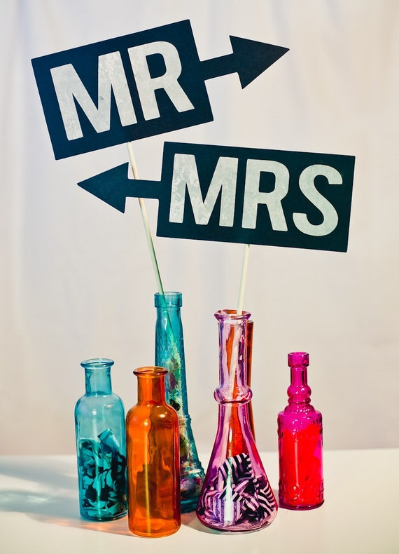 Mr. and Mrs. Signs on a Stick (Modern) - Set of 2 Photo Booth Props