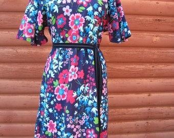 SALE Was 23 now 18!  Vintage 70s Garden Party Floral Print Dress