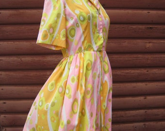 SALE Was 34 now 25! Vintage 1960s Short Sleeve Dress with Pastel Print Crepe Like