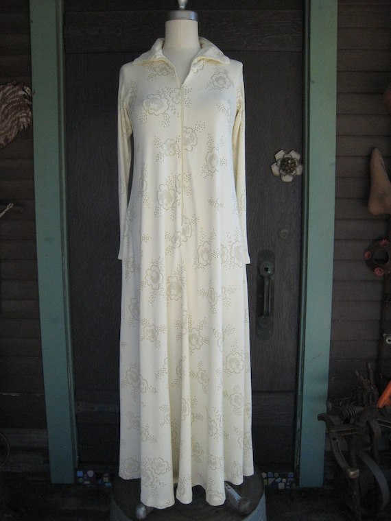 Vintage Cream Brass Colored Flower Print Loungewear Robe by Gerry Wiors Bros.