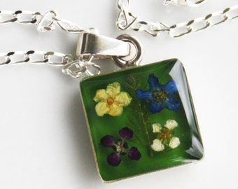 Flower Pendant, Flower Necklace, Real Flowers Resin, Sterling Silver, Flores pequeñas, Gypsy Necklace, Gypsy Jewelry, Sterling Jewelry