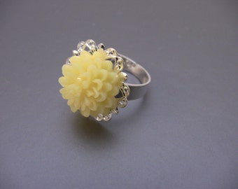 Vintage Style Silver Filigree Starburst Ring With Yellow Flower
