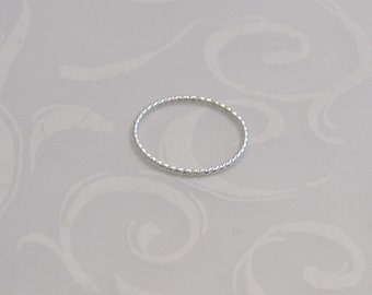 Twisted Wire Thin Stacking Ring, Twisted Silver Skinny Ring, Twisted Silver Ring, Gift for Her BFF, Silver Stack Twisted Thread Ring, Skinny
