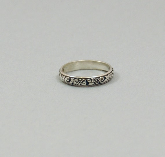 Sterling Silver Ring Patterned Scroll Work Oxidized Or Shiny