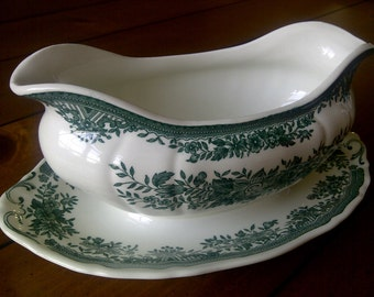 Villeroy and Boch Fasan Green Gravy Boat and Attached Underplate