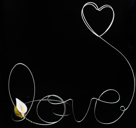 Wire Word Love Standing Photo Holder with White Calla Lilly and Floating Heart, Decoration for Home, Picture Frame, Wire Art
