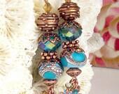 Für immer nach - Lampwork Eyecandy, blau und blau grün, Swarovski-Kristalle, wahre Bali Kupfer, Boho Victorian baumeln Ohrringe: Bienenstock Blues