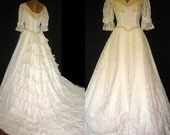 On sale- Vintage WILLIAM CAHILL CALIFORNIA lace wedding gown sz4