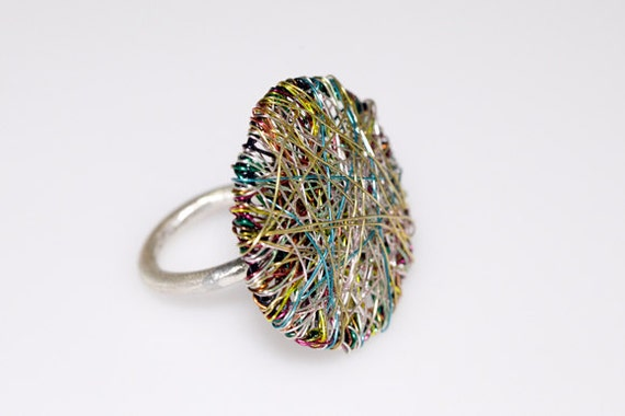 Round ring wire ring geometric ring green ring art ring modern for Minimal art jewelry