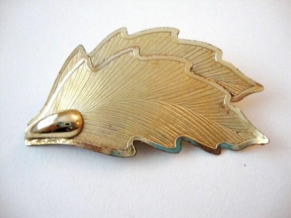 SALE 50% off Helicopter Leaf vintage gold tone leaf brooch