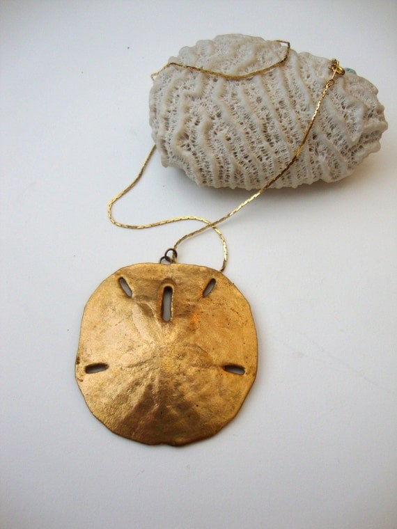 Vintage Sand Dollar Necklace : Old Life vintage stained painted sanddollar necklace pendant