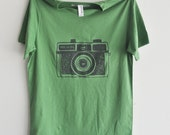 camera tshirt holga green unisex