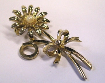 Vintage daisy with ribbon ivory pearl gold tone brooch wear or repurpose