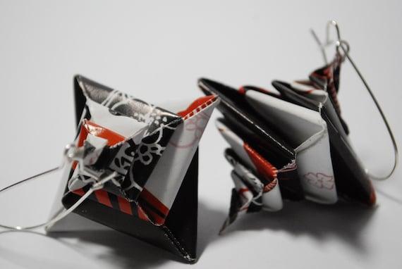 BLACK FRIDAY SALE Origami Earrings Dangle Earrings -  japanese styled black and white