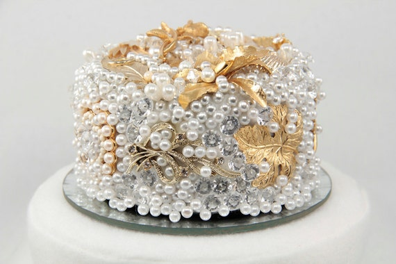 Vintage Brooch Wedding Cake Topper in Gold