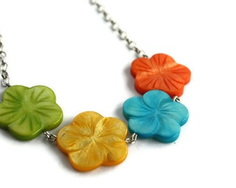 Colorful Flower Necklace - Hibiscus Necklace - Shell Necklace in Rainbow Colors