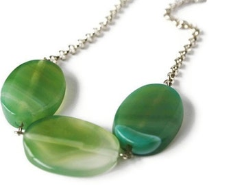 Green Agate Necklace, Very Simple Apple Green Necklace in a Minimalist Modern Style