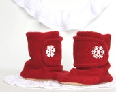 Red Snowflake Boots. Christmas Red and White Baby Booties. Boots. Children Fashion. Cozy. Leather Sole. Winter Slippers. - handmadetherapykids