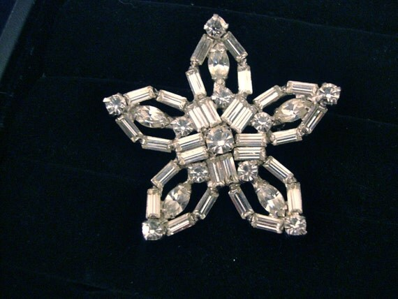 Vintage Rhinestone Star Brooch Snowflake Mad Man Retro Groovy Party Jewelry