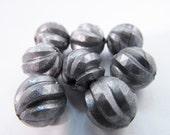 20 Vintage 11mm Carved Silver Plastic Beads Bd192