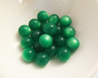 30 Vintage 11mm Emerald Moonglow Lucite Beads Luc124