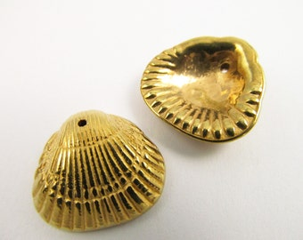 10 Vintage 18mm Gold Plated Shell Charm Pendants Pd106