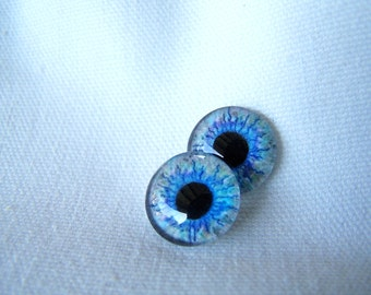 Glass eyes for jewelry or sculpture