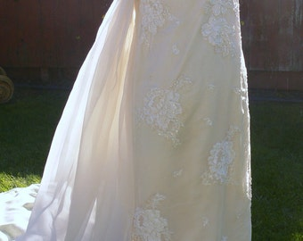 Antique Taffeta Cream Bridal Wedding Gown size  4-5 with metal teeth zipper and Pearls