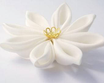 Bridal Fascinator - Wedding Fascinator - Wedding Hair Flower -  Bridal Headpiece - Ivory Kanzashi Hair Clip / Fascinator
