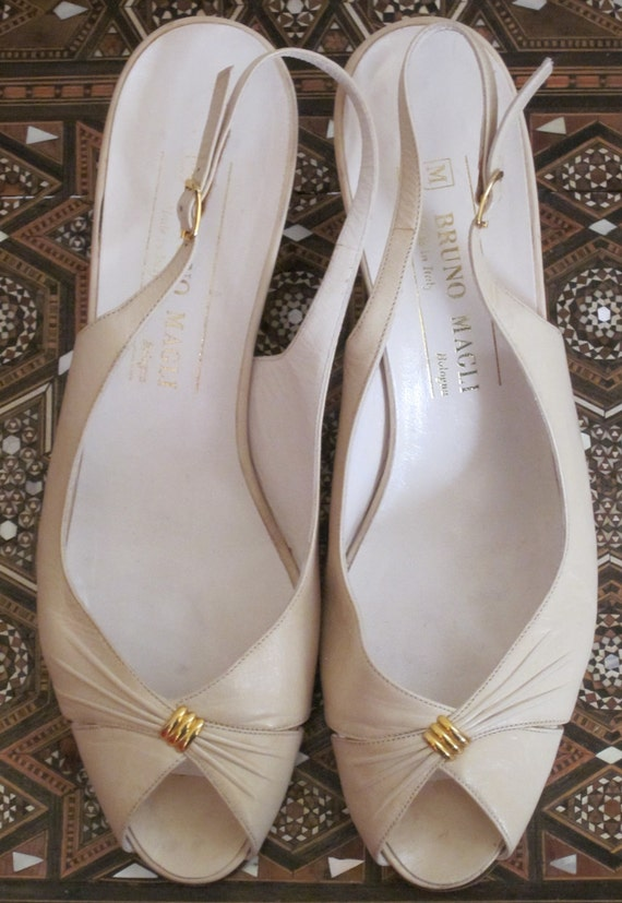 Bruno Magli / Bruno Magli Shoes / 80s Shoes / Peeptoe / Cream Shoes / Leather Shoes Women / Designer Shoes / Size 7 / Slingback / Italian