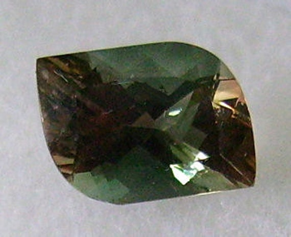 Oregon Sunstone Bi Color Teal/Red 9.5x7.5mm Eye Of The Idol Cut 1.45cts