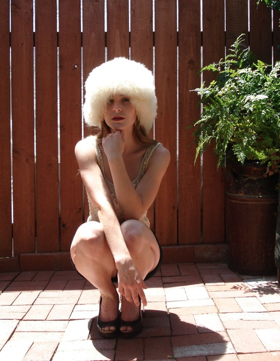 early 1960s B. Altman / White Fur ALPACA Hat / Beehive Winter Hat
