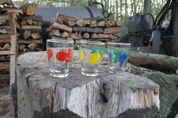Vintage drinking glasses with fruit print - made in Italy