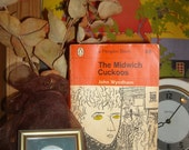 Book orange penguin classic science ficton Midwich Cuckoos by John Wyndham English golden eyes children science fiction