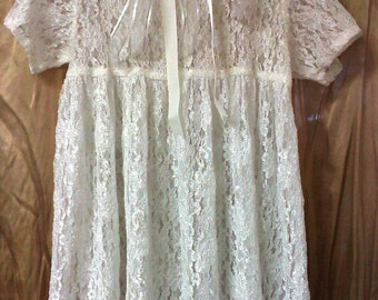 Size 3-4 to 5-6yrs, vintage victorian white lace flower girl dress