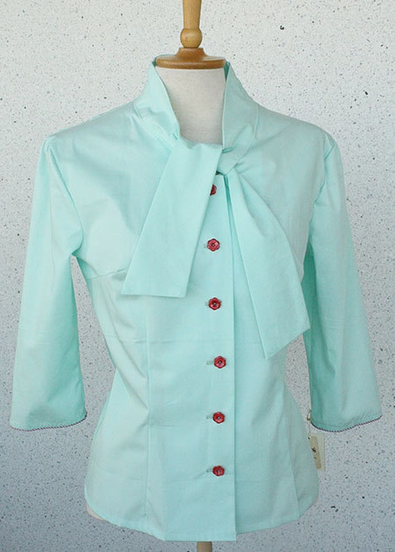 SALE -40% Lydia -blouse, mint green with flower buttons, sleeve detail, size US 8