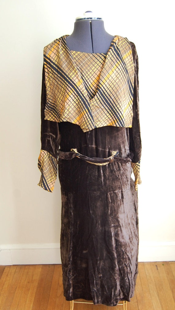 RESERVED FOR JAN Vintage 1920s Women's Brown Crushed Velvet Dress with Midi Style Collar
