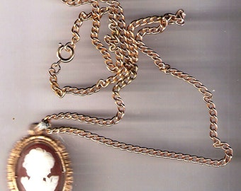Vintage Cameo AVON 1974 Reversible Victorian Styled Cameo Pendant Necklace