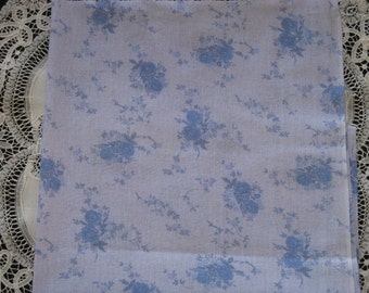 Fabric Cotton Blue Roses on Pale Blue Linen-Look Fabric  -  Print - 1/2 Yard - PRETTY