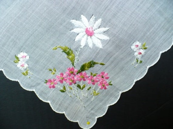 Vintage Pink Daisy Handkerchief with scalloped edge work