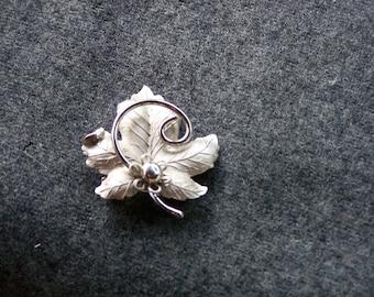 Silver Leaf, Vintage Silver Maple Leaf Brooch, Autumn maple leaf pin, New England's Maple leaf, circa 1967