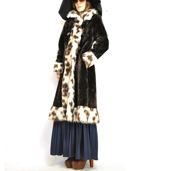 Big Coat Sale : ViNTAGE FAUX FUR Coat / luxe bohemian / long fit and flare shape / spotted / animal print / deep brown / fierce hippie